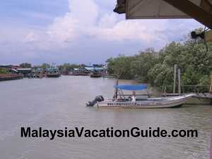 Speed boat to Kelong Paradise Waterfront Resort