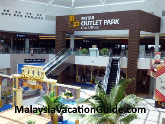 Foyer of Mitsui Outlet Park, Sepang.