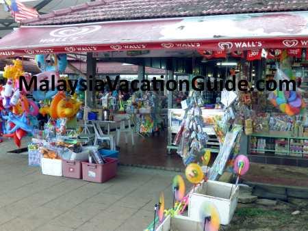 Teluk Chempedak Shop
