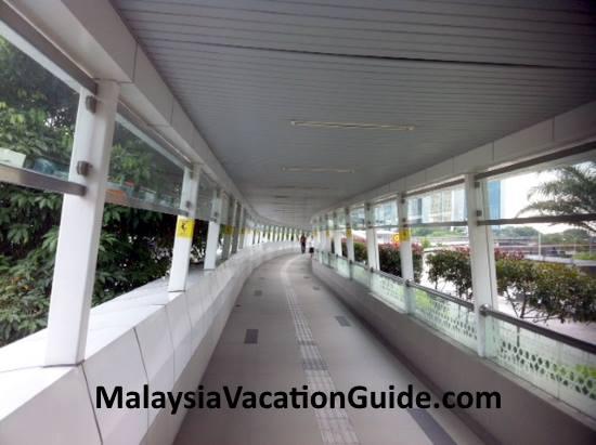 Pasar Seni Walkway to General Pos Office.