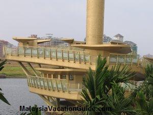 Putrajaya Millenium Monument At Putrajaya Lake