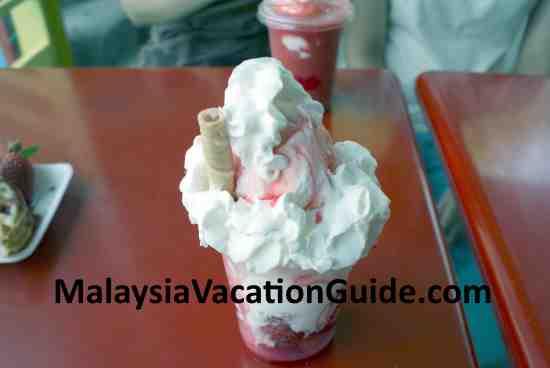 Strawberry ice cream at Brinchang